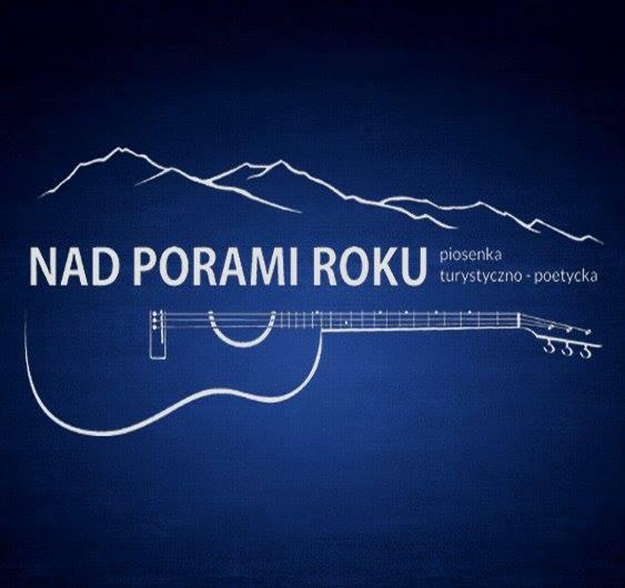 Logo zespołu Nad porami roku: kształt gitary , na strunach napis: Nad Porami roku, nad napisem zarys gór. Tło granatowe.