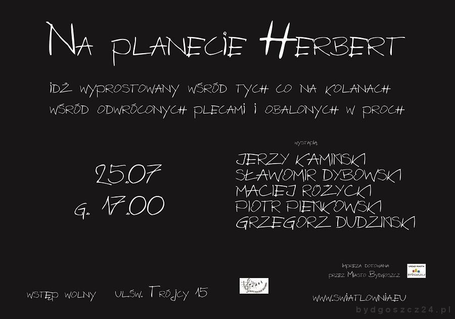 Na czarnym tle napisy: Na planecie Herbert. Wystąpią: Piotr Pieńkowski, Sławomir Dybowski, Maciej Różycki, Grzegorz Dudziński.